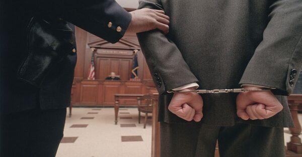 قرار توقیف دادرسی به چه معنی است؟