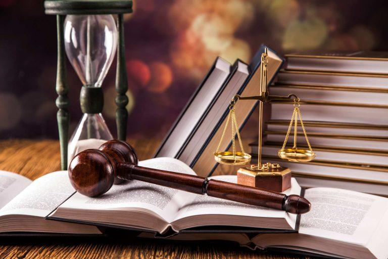 قرار توقیف دادرسی و شرایط آن